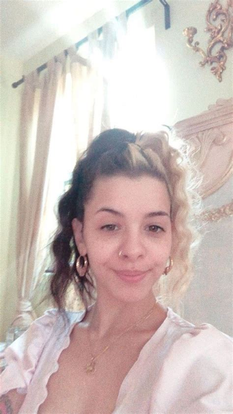 The Natural Beauty of Melanie Martinez No Makeup in 2020